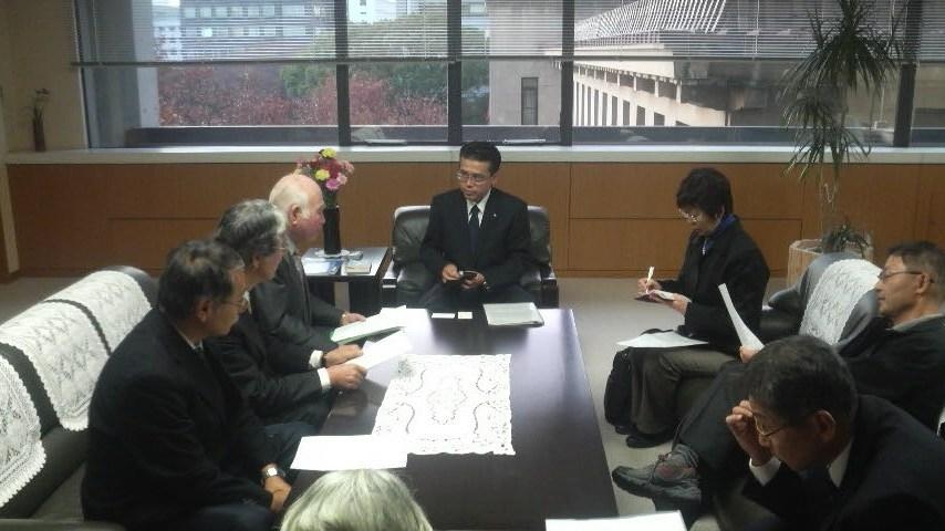 11.12.7教育全国署名副知事要請.JPG
