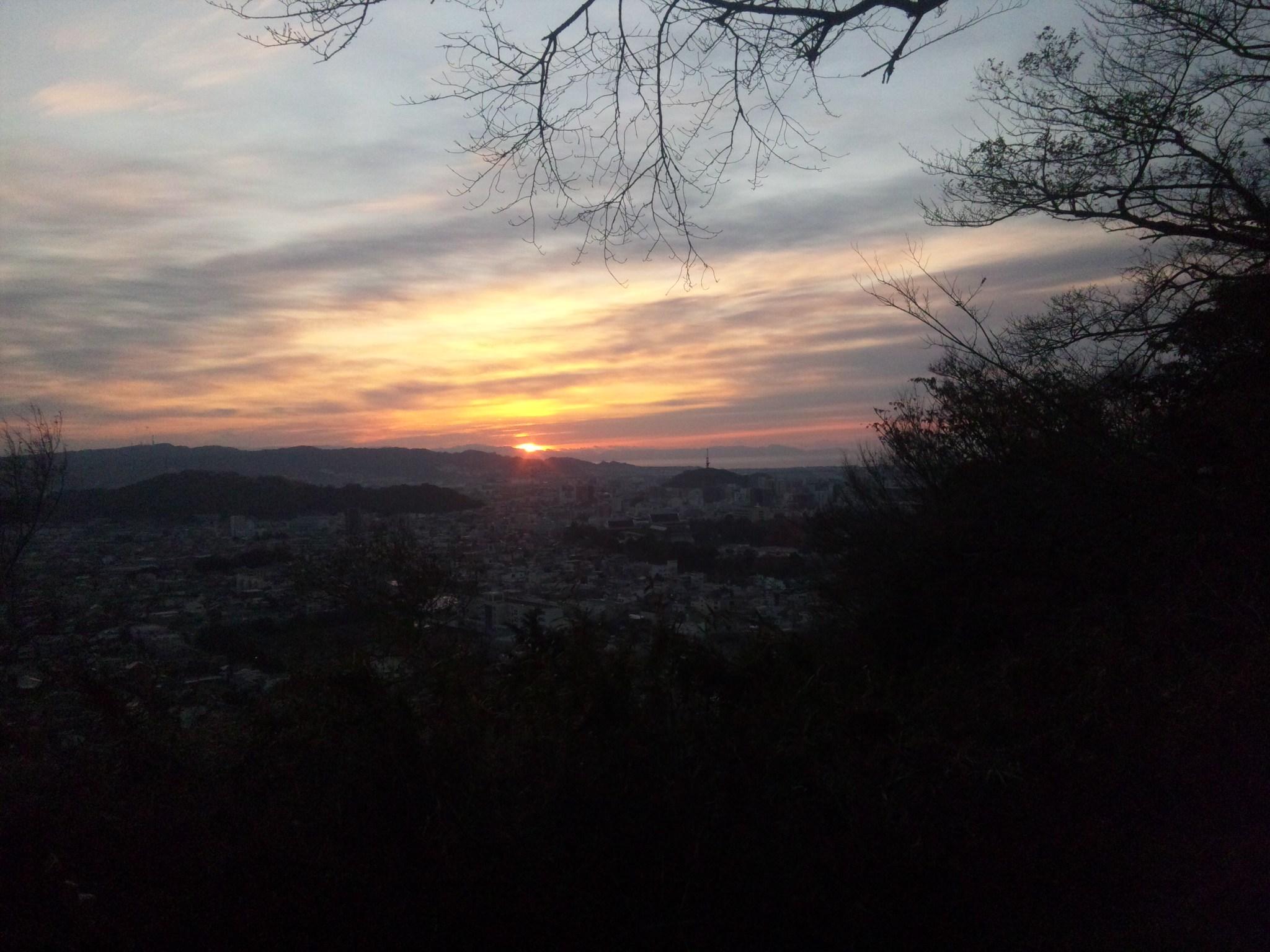 12.1.1初日の出・静岡の浅間山から.jpg