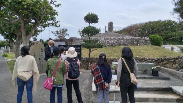 15.12.27沖縄ツアー・平和祈念公園・慰霊碑.jpg