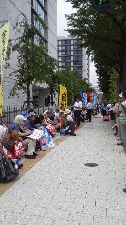 15.6.23戦争法案反対国会座り込み①.jpg