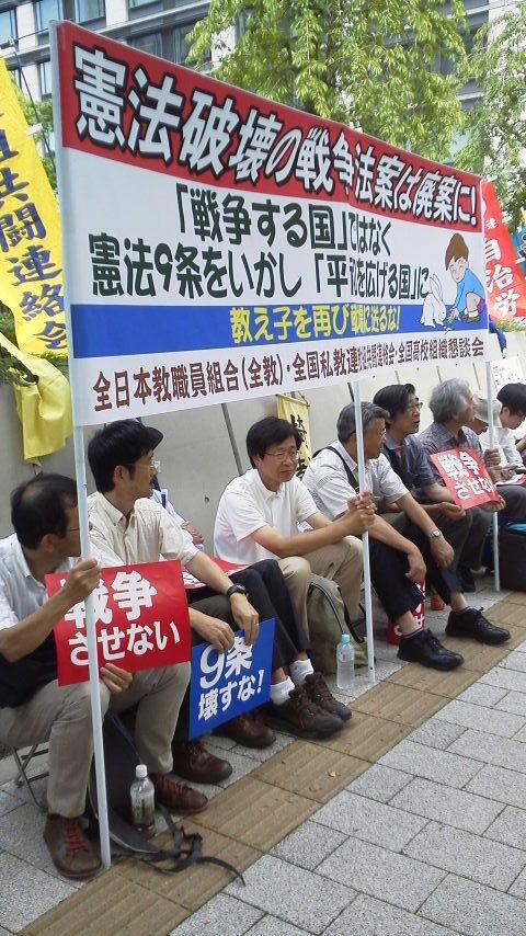 15.6.23戦争法案反対国会座り込み②.jpg