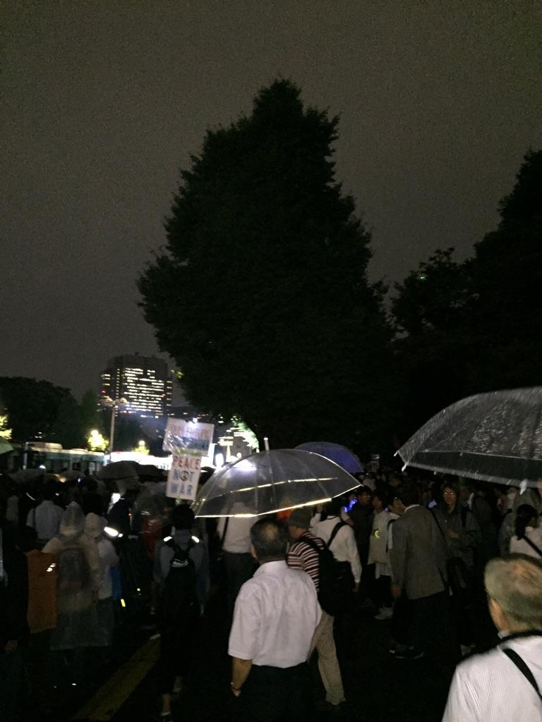 15.9.16国会前戦争法案廃案行動⑦.jpg